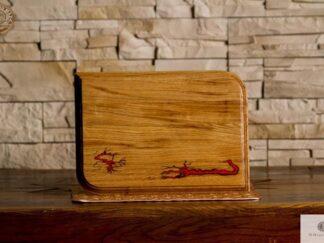 Oak cutting board of solid wood