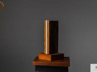 Lampka z drewna litego do salonu