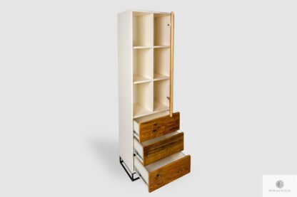 Biały regał z drewna litego i płyty laminowanej z szufladami ADEO